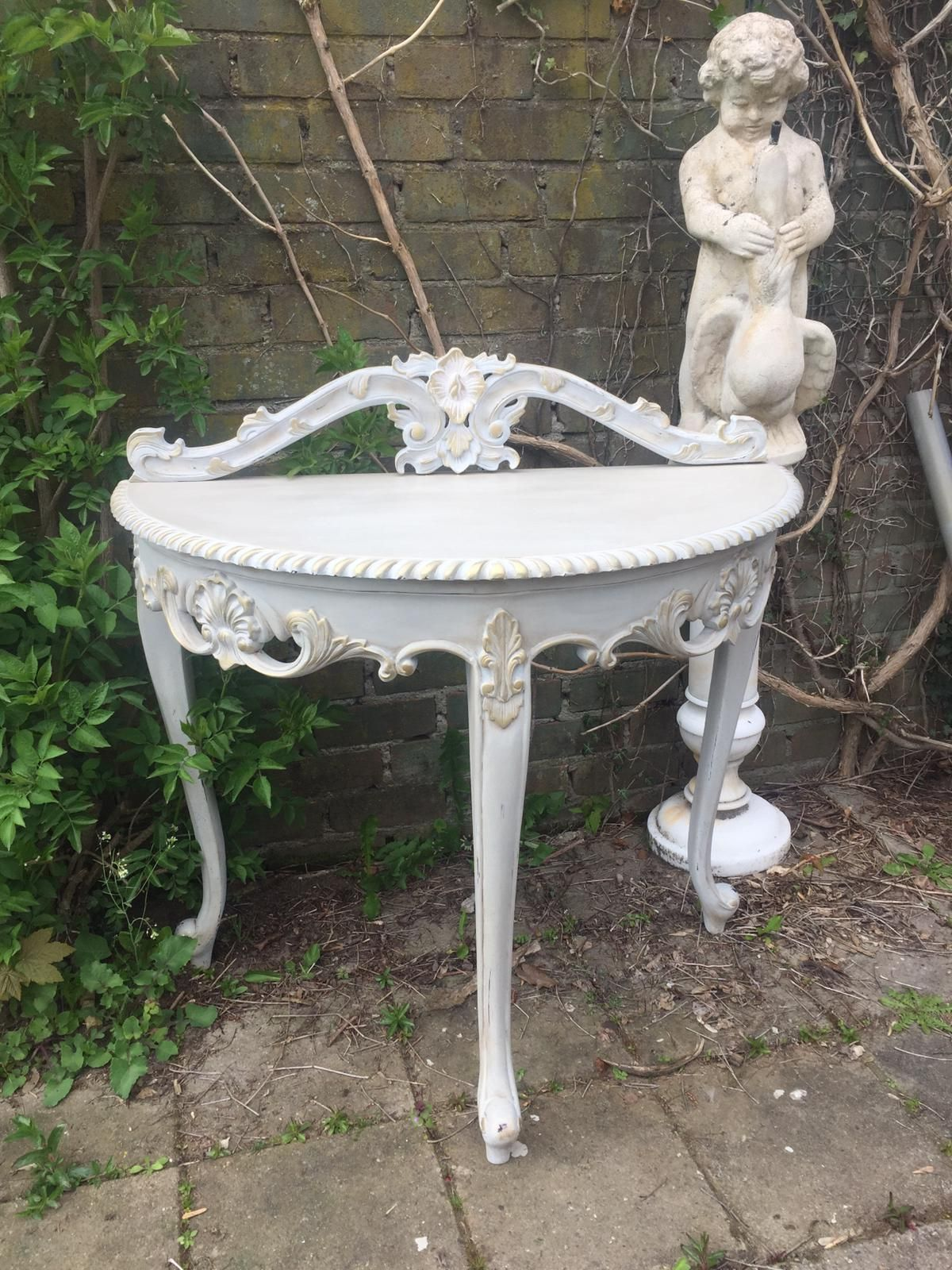 Shabby Chic Vintage Side table €185